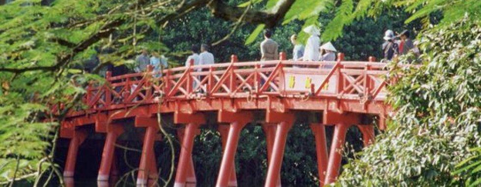 ponte rosso presso Hanoi